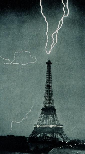 Eyfel Kulesi Yıldırım Düşmesi